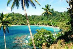 Pantai Desa Hukurila terletak di 15 km arah selatan pusat kota Ambon