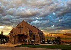A Beautiful back drop for your wedding at Zuikerkop Country Game Lodge in the Free State! Game Lodge, Free State, Love Is Free, Backdrops, Cabin, Mansions, Country, Games, House Styles