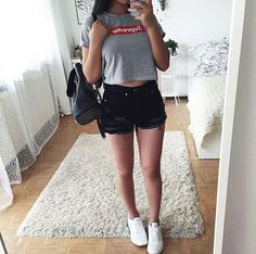 Can anyone please help me find her, pin me at Teen Fashion Outfits, Basic Outfits, Look Fashion, Outfits For Teens, Trendy Outfits, Cool Outfits, Lorie, Looks Teen, Traje Casual