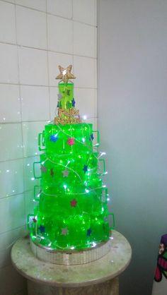 Arvore de natal reciclada canecas