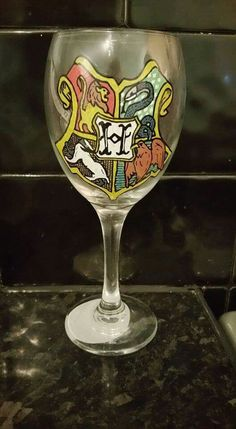 Hogwarts Crest, hand painted wine glass    For more information and to place custom orders, visit my page https://www.etsy.com/uk/shop/KelMacDesigns