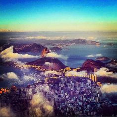 Absolutely incredible view over Rio de Janeiro from Corcovado. Looks like @lucemcgonigle is having an epic time. Thanks for the #gapsnap! #rio #riodejaneiro #corcovado #brazil #southamerica #travel #traveling #travelling #travelgram #travelphotography #instatravel #gapyear #backpacking #backpackingaddicts #view #epic #sunset