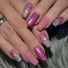 The advantage of the gel is that it allows you to enjoy your French manicure for a long time. There are four different ways to make a French manicure on gel nails. The choice depends on the experience of the nail stylist… Continue Reading → New Year's Nails, Diy Nails, Cute Nails, Pretty Nails, Hair And Nails, Manicure, Gel Cola, Diy Ongles, New Years Eve Nails