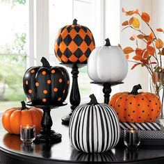 diy halloween decorations for inside Classy Halloween, Halloween Mantel, Halloween Home Decor, Outdoor Halloween, Holidays Halloween, Halloween Pumpkins, Halloween Crafts, Halloween Party, Halloween Ideas