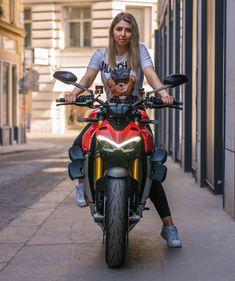 Triumph Motorcycles, Harley Davidson Motorcycles, Custom Motorcycles, Biker Chick, Biker Girl, Motorcycle Tips, Motorbike Girl, Dirt Bike Girl, Hot Bikes