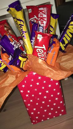 My attempt at a Chocolate bouquet 🍫 Made this for a friend who was sick in the hospital she absolutely loved it and it cheered her up. This also only cost to make so it's so much better than buying one pre made for Cadbury Chocolate Bars, Chocolate Bouquet, Pop Tarts, Sick, Cheer, Easy Diy, Snack Recipes, Presents, How To Make