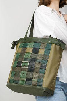 Le #créateur de sacs en #cuir #recyclé Eric Beauduin vient d'ouvrir une #boutique en ligne.  Dans un monde parfois bien #aseptisé, cela fait du bien. Hélène Wallemacq nous raconte tout ça sur L'Eventail Magazine.  #fashion #recycle #design #cuir #création #mode