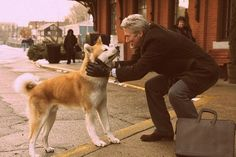 Richard Gere with the eponymous Akita of the movie Hachiko Richard Gere, Japanese Akita, Japanese Dogs, Akita Dog, Sad Movies, Great Movies, Shiba Inu, Hachiko Dog, Hachi A Dogs Tale