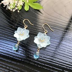 Diy Resin Earrings, Beaded Earrings, Earrings Handmade, Handmade Jewelry, Jade Jewelry, Resin Jewelry, Jewelry Art, Diy Jewelry Recycled, Kawaii Jewelry