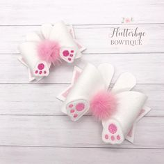 These cute bows are perfect for your little bunny this Easter. They are made using a white faux suede fabric and complete with ears, feet and an adorable fluffy tail! The small bows are approximately inches long, the large are inches - they are a Fabric Hair Bows, Diy Hair Bows, Bow Hair Clips, Ribbon Hair, Handmade Hair Bows, Bunny Tail, Boutique Hair Bows, Making Hair Bows, Diy Bow