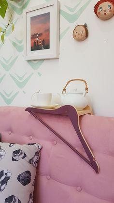 17 Fantastic Ways To Reuse Clothes Hangers - HomelySmart Repurposed Items, Repurposed Furniture, Diy Furniture, Reuse Clothes, Clothes Hangers, Hanger Crafts, Diy Y Manualidades, Ideias Diy, Wooden Hangers