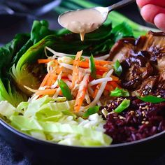 This forbidden rice bowl with bok choy, shiitake mushrooms, crispy vegetables and sesame-ginger sauce is all you need for an easy, healthy and filling vegetarian or vegan dinner. Vegetarian Recipes Dinner, Vegan Dinners, Raw Food Recipes, Asian Recipes, Healthy Recipes, Vegetarian Food, Rice Bowl Sauce Recipe, Sauce For Rice, Helathy Food