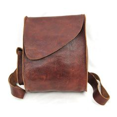 Handbags - I think they were my first fashion love (and if I had design skills, I would love to beco Leather Accessories, Fashion Accessories, Leather Company, Leather Purses, Leather Bags, Leather Handbags, Beautiful Bags, Leather Working, Leather Craft