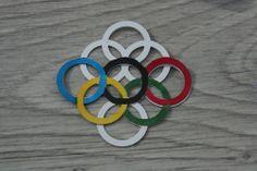 Comment réaliser des anneaux olympiques avec la perforatrice motif ajouré - Anneaux Fiskars Scrap, France, Tools, Pattern, French