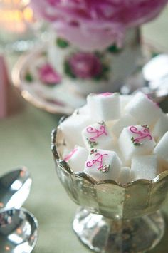 Love the detail. monogramed sugar cubes More