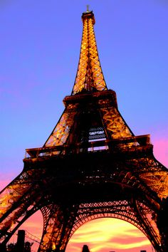 eiffel tower. love the shades of the sky!