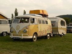 the french vw bus! And the camper! Bus Camper, Volkswagen Bus, Vw T1, Hippie Camper, Volkswagen Beetles, Motorhome, Vw Camping, Retro Camping, Glamping