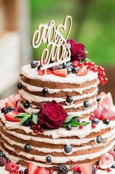 Sommerliche Naked Cake Hochzeitstorte verziert mit vielen Beeren. Schmeckt definitiv erfrischend. © Monja Kantenwein #hochzeitstorte #weddingcake #nakedcake Cinnamon Cream Cheese Frosting, Cinnamon Cream Cheeses, Berry Wedding Cake, Wedding Cakes, Cakes For Men, Cakes And More, Cake Inspiration, Strawberry Rhubarb Crisp, American Desserts