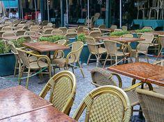 Dag 5 : leeg(te) fotograferen. Vanmorgen om 8u30, lege terassen op de markt van Brugge