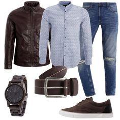 Marrone per il giubbotto in finta pelle, le sneakers, la cintura e l'orologio in legno. Celeste per la camicia con collo alla coreana. I jeans sono strappati all'altezza delle ginocchia.