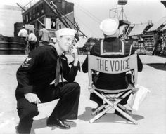 Gene Kelly and Frank Sinatra seated back to camera) behind the scenes of Anchors Aweigh Old Hollywood Stars, Hooray For Hollywood, Golden Age Of Hollywood, Vintage Hollywood, Classic Hollywood, Hollywood Glamour, 1940s Movies, Old Movies, Vintage Movies