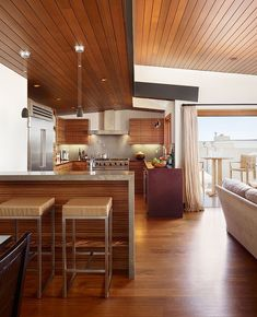Manhattan Beach Residence / Contemporary single family property located on the Manhattan Beach in California featuring beautiful views of the Pacific Ocean and Malibu coastline. It was designed by Rockefeller Partners Architects back in 2008.