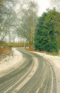 A back road (Skellingthorpe, Lincolnshire, England) by Ben Abel