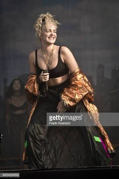 Singer Anne-Marie Nicholson of the British band Rudimental performs live on stage during second day at the Lollapalooza Festival on September 2017 in Dahlwitz-Hoppegarten, Germany. Lady Gaga, Anne Maria, Lollapalooza, Debut Album, Aesthetic Girl, How Beautiful, Aries, Birthday Cakes, Chic Outfits
