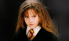 Pin for Later: 15 Ways Emma Watson Can Channel Hermione as the New Belle They know how to throw some serious shade. Harry Potter Gif, Harry Potter Characters, Hermione Granger, Hermione Gif, Hogwarts, Cluedo, Shake It Up, Image Pinterest, Ema Watson