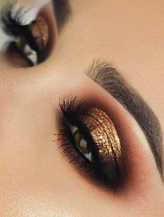 magnificent smoky warm brown eye, with a gold leaf? A magnificent smoky warm brown eye, with a gold leaf? Hair Brown Cool Makeup Tutorials Ideas 118 cut crease makeup ideas to try this year - page 15 Dark Smokey Eye Makeup, Halo Eye Makeup, Golden Makeup, Bronze Eye Makeup, Dramatic Eye Makeup, Smokey Eye For Brown Eyes, Golden Smokey Eye, Bronze Smokey Eye, Dramatic Smokey Eye