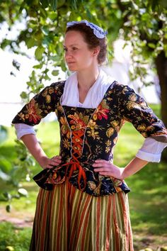 bodice only, a whole gown in that color - Marens Hus: und wieder daheim 18th Century Dress, 18th Century Costume, 18th Century Clothing, 18th Century Fashion, Historical Costume, Historical Clothing, Renaissance, Fairytale Fashion, Suits