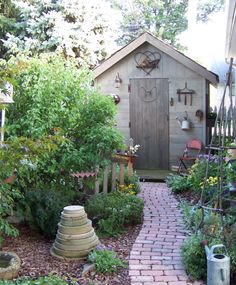 see the rest of the garden in Simply Country Gardens - www.marshhomesteadantiques.com