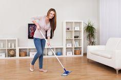 Avec cet astuce, votre linoleum sera parfaitement nettoyé, même si votre sol est très sale ou encrassé ---> Diluez dans un seau 30gr de paillettes de savon de Marseille avec 5 litres d'eau très chaude.     Ajoutez-y 3 c. a soupe de bicarbonate de soude et 10 gouttes d'huile essentielle de lavande vraie.     Mélangez bien. Trempez votre serpillère dans ce nettoyant maison. Essorez bien la serpillère et nettoyez votre lino. Rincez à l'eau claire et séchez avec une autre serpillère.