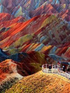 Parc géologique national de Zhangye Danxia - ChineIl semblerait que l'Asie regorge de bien des tréso... - Pinterest