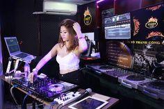 DJ Ngọc Anh trình diễn kỹ năng mix nhạc tại HOTDJ
