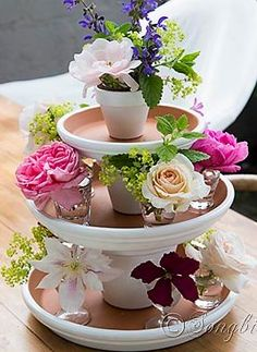 Easy summer centerpiece perfect for a wedding table