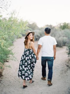 E-sesh style inspiration: http://www.stylemepretty.com/california-weddings/joshua-tree/2015/09/14/casual-chic-beach-joshua-tree-engagement-session/ | Photography: Meiwen Wang - http://www.meiwens.com/