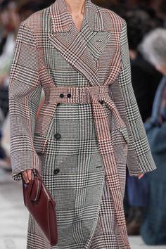 Stella McCartney Fall 2019 Ready-to-Wear Fashion Show - Vogue Fashion Week, Winter Fashion, Fashion Show, Fashion Outfits, Womens Fashion, Fashion Design, Fashion Videos, Fashion Websites, Mode Tartan