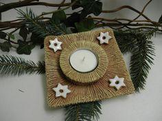 Svícen na čajovou svíčku Ze šamotové hlíny, základna čtverec o velikosti 11,5 cm.