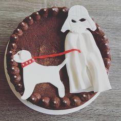 """""""Tres Leches de Chocolate Personalizado! Combinación extraña de personajes jaja #chocolate #cake #darthvader #dog #tresleches #pasteleria  #bakery…"""""""