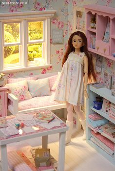 Crafts and Roses diorama ♥ 1/6 scale by Keera, via Flickr