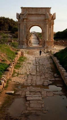 The archway signifying Parus' city limits. ((The Arch of Septimius Severus - Roman ruins in the Mediterranean, Leptis Magna, Libya)) Ancient Ruins, Ancient Rome, Ancient History, European History, Ancient Artifacts, Ancient Greece, American History, Architecture Romaine, Landscape Architecture