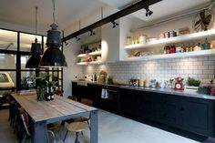 James van der Velden is an interior designer from Amsterdam. That James masters the whole interior designing thing quite well is shown in his latest project, the Garage Loft. The creative lives in the middle of Amsterdam in a former old garage which has been transformed into the luxury Garage Loft.