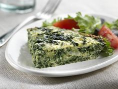 Quick and easy, this spinach and zucchini frittata is a healthy brunch or dinner recipe. A spinach and zucchini frittata is also a great way to get the whole family to eat (and enjoy) their greens! Healthy Diet Recipes, Clean Recipes, Vegetable Recipes, Healthy Eating, Cooking Recipes, Healthy Treats, Zucchini Frittata, Best Keto Bread, Healthy Brunch