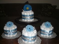 Blue Baby Shower Centerpieces bundt diaper cakes different colors and sizes available too Baby Shower Azul, Mesas Para Baby Shower, Baby Shower Cake Pops, Baby Shower Balloons, Baby Shower Favors, Baby Boy Shower, Baby Showers, Bridal Shower, Disney Diaper Cake
