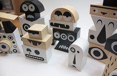 Gekke poppetjes maken met deze mooie, houten blokken.