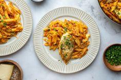 Az 5 hozzávalós fogás, amitől eláll a lélegzet: készíts velünk PARMEZÁNOS-CSIRKEMELLES tésztát | Nosalty Parma, Penne, Mozzarella, Risotto, Ethnic Recipes, Food, Essen, Meals, Yemek