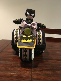 How to Make a Diaper Gift Basket for a Baby Shower - Batman Clothing - Ideas of Batman Clothing - Batman Diaper Cake Baby Shower Diapers, Baby Shower Cakes, Baby Shower Themes, Baby Boy Shower, Baby Shower Gifts, Baby Gifts, Shower Ideas, Baby Showers, Diaper Cake Instructions