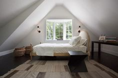 Appealing Small Bedroom Design Ideas with Luxurious Atmosphere: Wonderful Small Bedroom Ideas Attic Bed Sloping Ceiling Attic Bedroom Designs, Attic Bedrooms, Attic Design, Bedroom Loft, Bedroom Styles, Bedroom Decor, Interior Design, Bedroom Ideas, Extra Bedroom