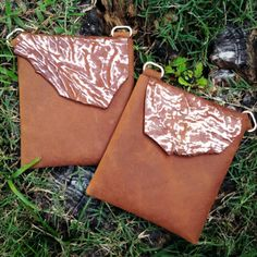 Brown & Gold Krinkle Holdster~This stylized Goat Skin with gold foil accents is a knock out! Set against matching brown leather it's the perfect pop of pizzazz  #holdster #handsfreepurse #fashionpurse #crossbody #leatherpurse #handmade #minimaliststyle #travelpurse #gypsystyle #bohostyle #goldpurse #brownpurse #fannypack #securepurse #concertpurse #festivalpurse
